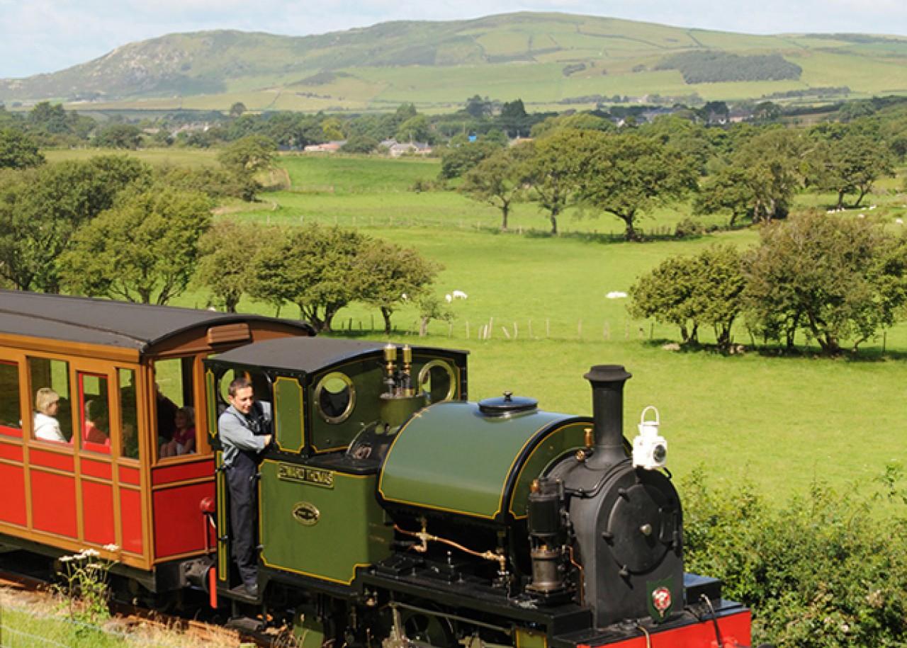 No.4 Edward Thomas ex-Corris Railway locomotive hauling a train towards Brynglas on the Talyllyn Railway.