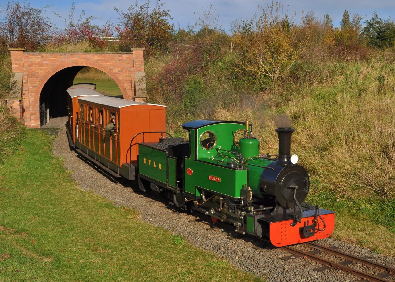 St Egwin exits the tunnel en route to Evesham Vale Station