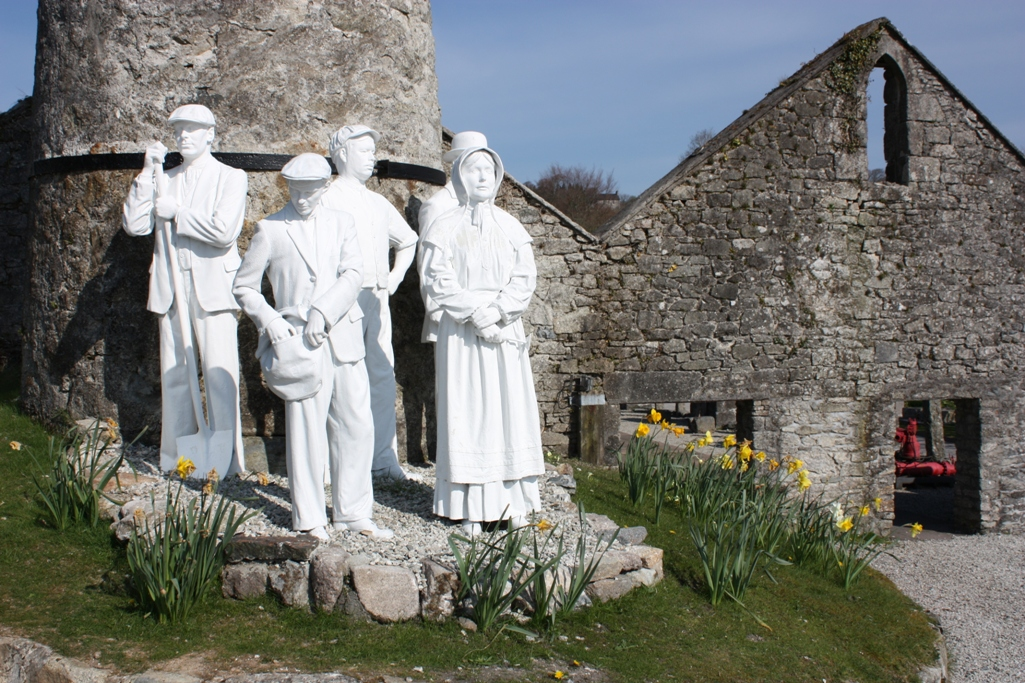 Clay workers statues at Wheal Martyn