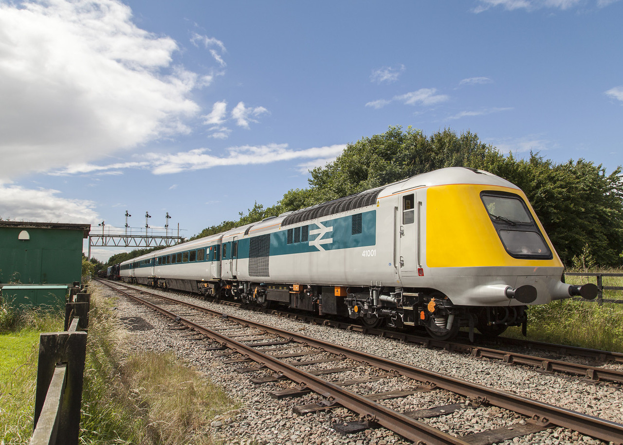 Prototype HST 41001 approaches Ruddington Fields