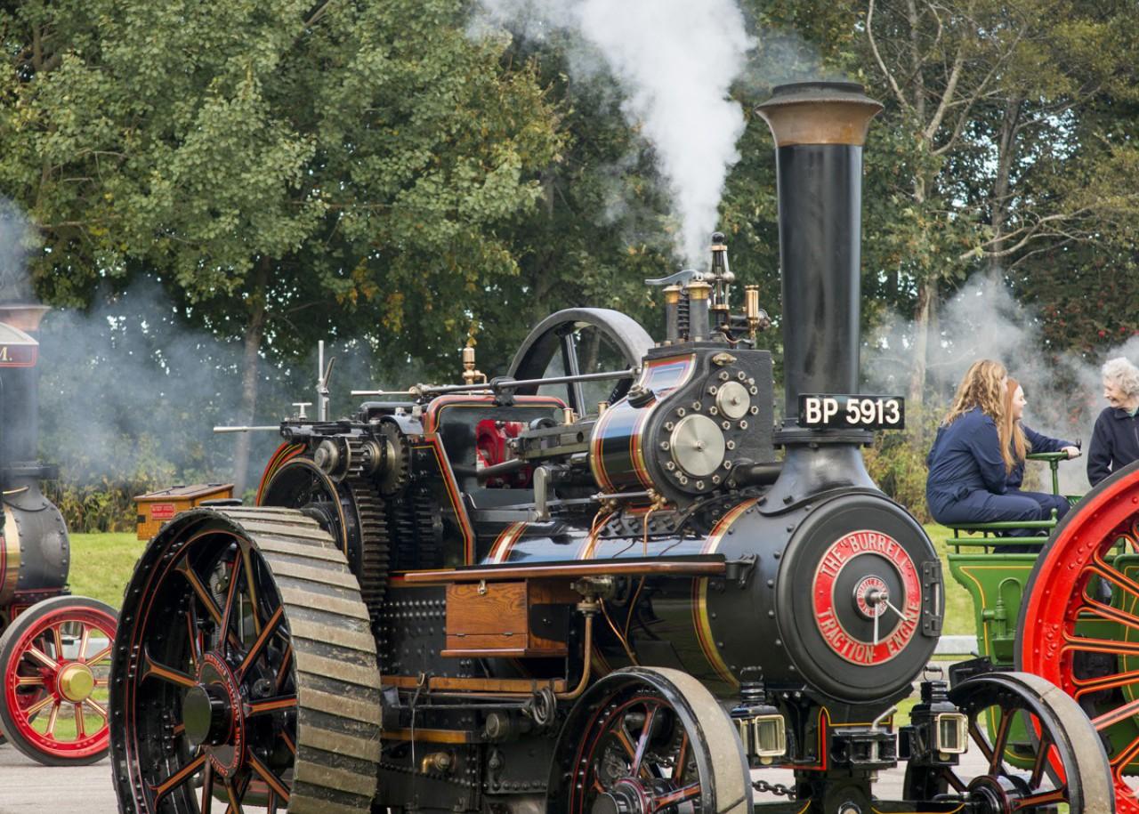 steam_at_alford_lores.jpg