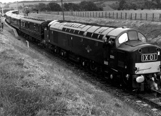 1963_ER2_visit_Royal_Train_in_Dollar_Station.jpg