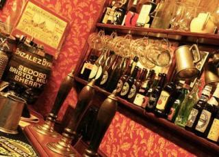 Angel_Inn,_Street_of_Shops.jpg