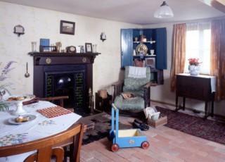 Interior_of_cottage_ground_floor_front_room.jpg