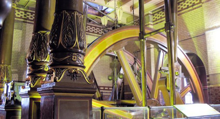 One of the beam engines inside the main engine house.